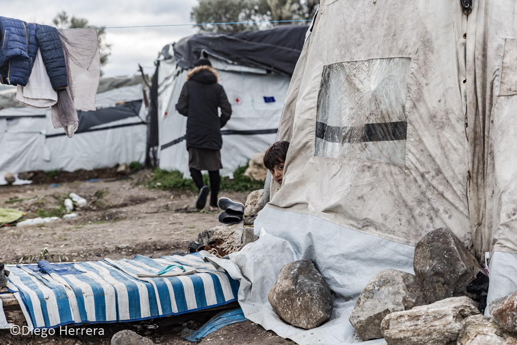 Kid sees the fire in Moria Camp (Lesbos Island, Greece)